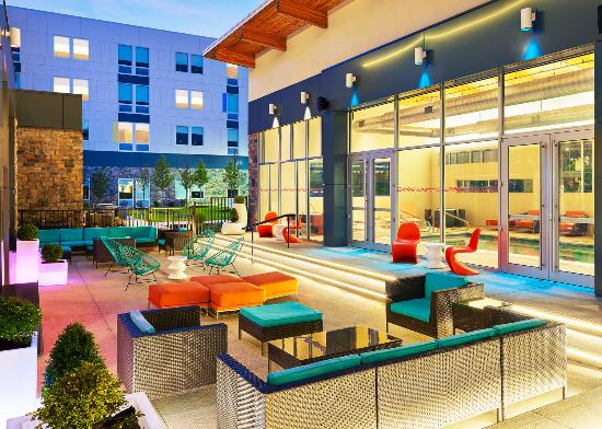 Aloft Beachwood: Backyard