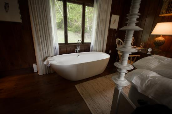 King room with soaking tub