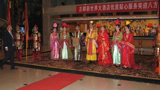 Gudu Wenhua Hotel: Lobby - ceremony greeting us
