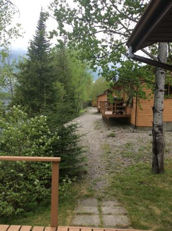 Sioux Lookout, Kanada: Back deck of cabin looking at other cabins