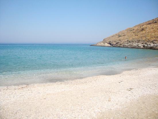 Kea, اليونان: Η παραλία Ξύλα το πρωί