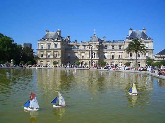 Bassin d 39 eau pr s du ch teau du luxembourg picture of - Jardin du luxembourg hours ...