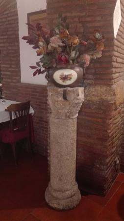 Grotte Del Teatro Di Pompeo: IMG_20160601_211149_large.jpg
