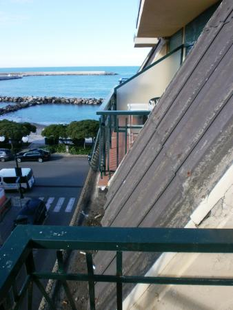 Hotel Zia Piera: balconcino con spioventi in ethernet