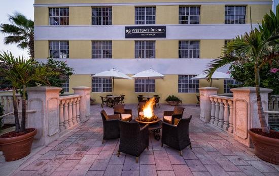 Westgate South Beach Oceanfront Resort: Patio Firepit