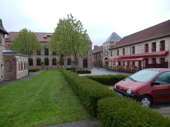 Gosnay, France : Vue sur l'un des restaurants. L'autre un peu plus loin.