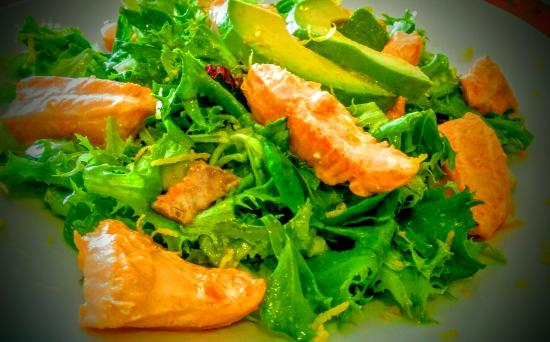 Tasca El Tapeo : ensalada de salmón, avocado y aceite de naranja