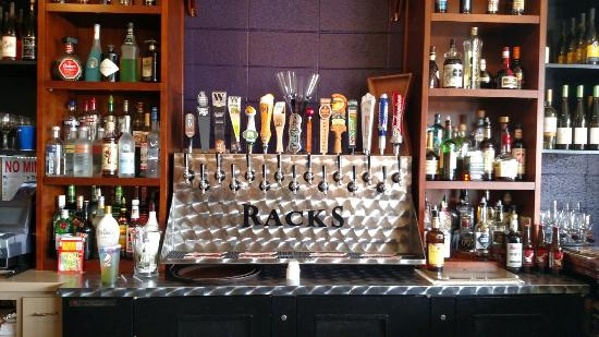 Monroe, Орегон: Racks on 5th Bar