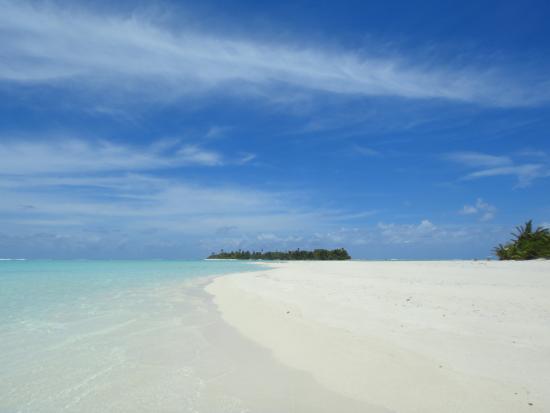 Aitutaki Adventures: The sandbar on Honeymoon Island
