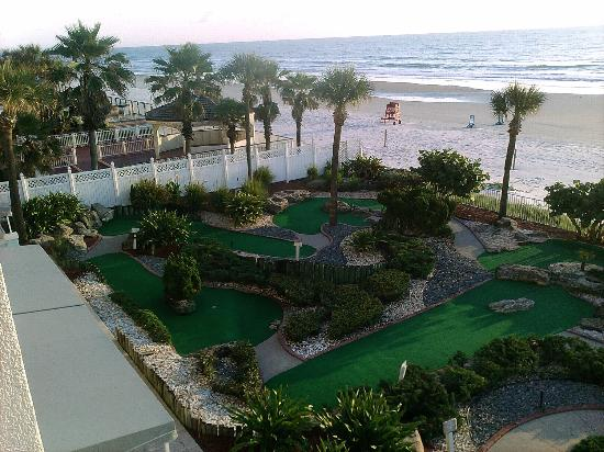 Grand Seas Resort: Miniature golf course at hotel.