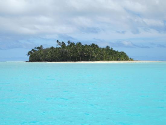 Aitutaki Adventures: Approaching Moturakau