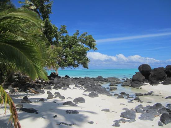 Aitutaki Adventures: Startling contrasts on Rapota