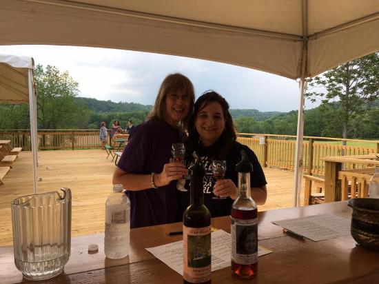 Four Sisters Winery at Matarazzo Farms: Wine tasting on the deck