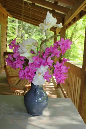 Dancing Sun Cabins: Fresh Flowers on the deck