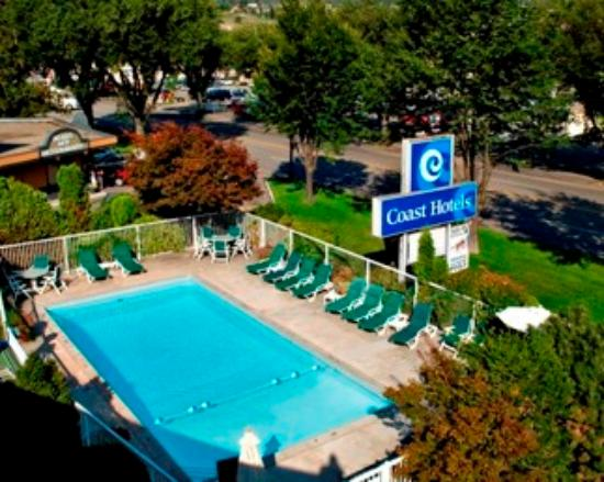 Coast Penticton Hotel: Outdoor Pool