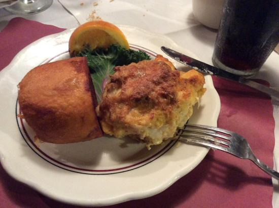 Edgewater Restaurant: Brown potato and a crab cake.