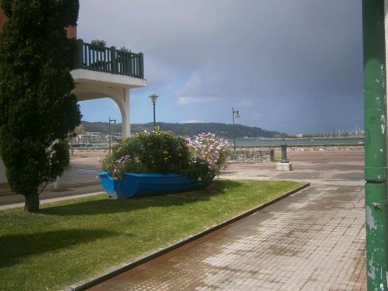 Marisqueria Urdin: Barca floreada