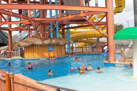 The Resort at Schlitterbahn: Bamboozle Pool