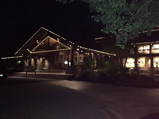 Sunriver Resort: Sunriver Lodge Resort at night