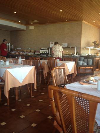 Princesa Playa Hotel Apartamentos : Dining room where buffet is located on the 8th floor.