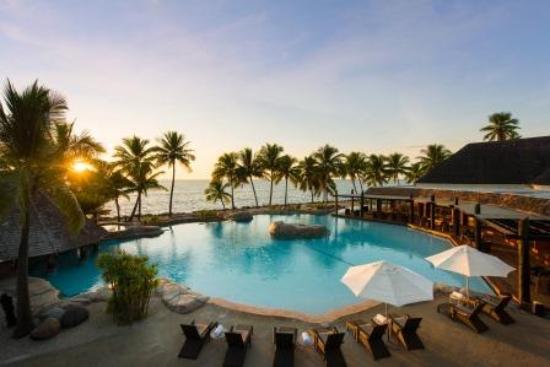Sonaisali Island, Fiji: Sunset over the pool