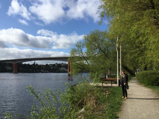 Scandic Alvik: Walk along lakeside close to the hotel