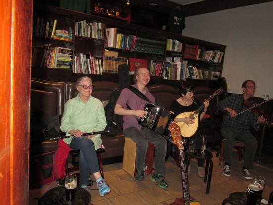 The Celtic Knot Public House: wonderful music played by the most friendliest musicians