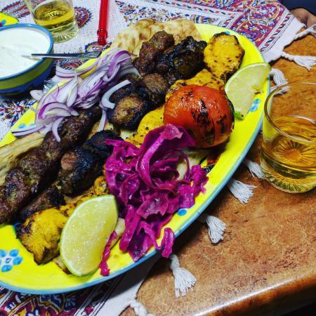 Mount Lawley, Australië: Mixed platter of shislik, koobideh, joojeh kebab