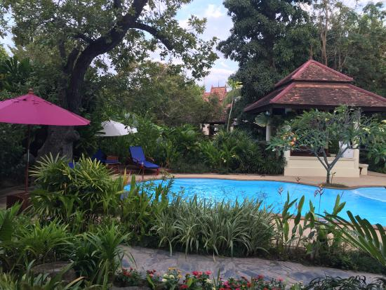 Oriental Siam Resort: Perfect temperature and minimal chlorine - the pool felt perfect!
