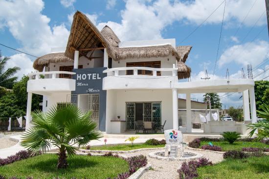 Fachada del hotel photo de maria maria hotel bacalar for Villas wayak bacalar