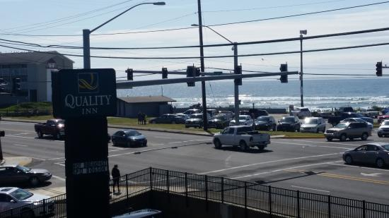 Quality Inn: View of primary crosswalk to access beach