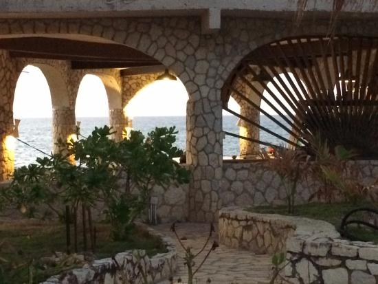 Home Sweet Home Resort: approaching the open restaurant