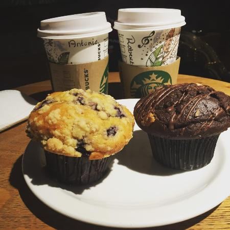 Choco and blueberry muffins with hot chocolate - Picture of ...