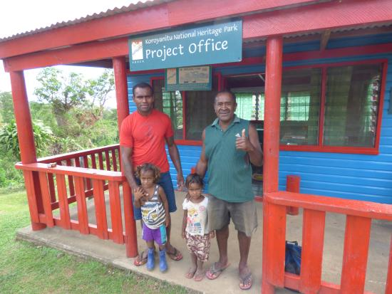 Koroyanitu National Heritage Park: Tawake (left), Tawake's kids and Pau (right) at the Project Office