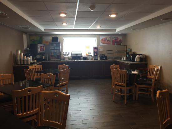 Quality Inn: Buffet area
