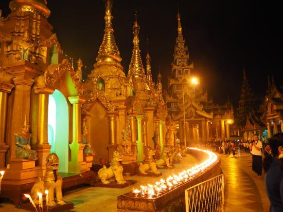 Shwedagon Pagoda: Shwedagon Candle Lighting Ceremony Is Lovely