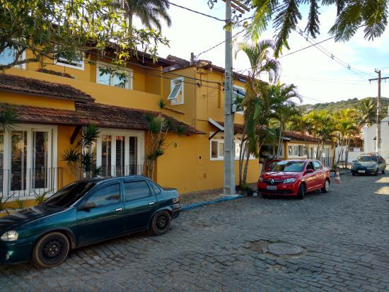 Hotel Le Relais La Borie : Vista desde la calle que viene de la playa