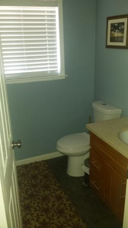 Kelseyville, Kalifornien: Upstairs half Bathroom