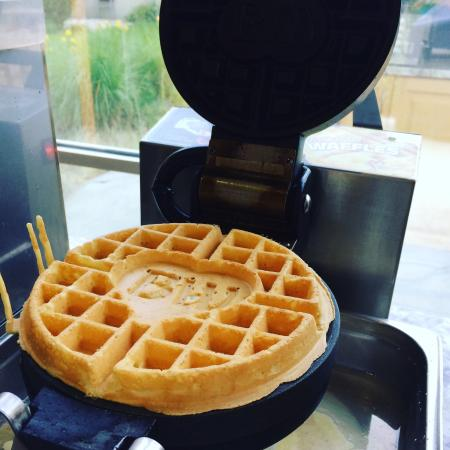 Best Western Plus Kelowna Hotel & Suites: Fresh waffle bar with hot food, scramble eggs sausage and hash brown, cereal, fresh fruit, toast