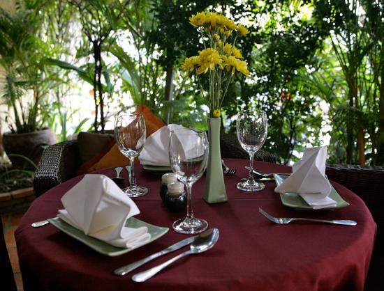 Anise Hotel: Table Set