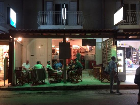Alitis Bar: A place to catch up with old friends.