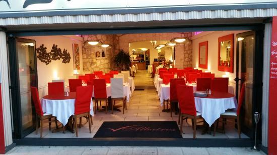 L 39 albatros bonifacio restaurant reviews phone number for Restaurant bonifacio port