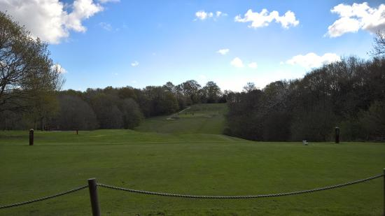 Cowden, UK: 4th tee looking across to 7th green