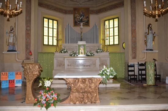 Chiesa di Sant Ercolano Vescovo: Blick zum Altar