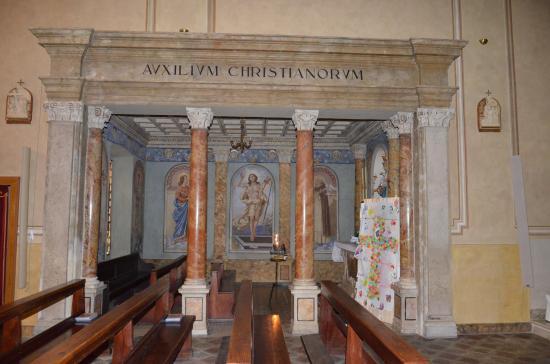 Tremosine, Italie : Blick auf Seitenaltar