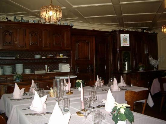 Gasthaus zum weissen Kreuz: Erlebnis Gastronomie: Gasthausraum
