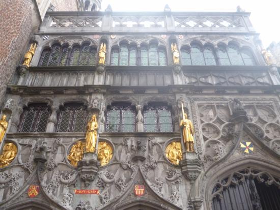 Heilig-Blut-Basilika (Heilige Bloed Basiliek): Часть фасада