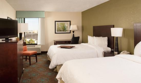 Hampton Inn Orlando International Airport: Two Queen Guestroom