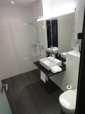 Clean bathroom picture of boutique hotel bellevue rheinfelden tripadvisor for What do hotels use to clean bathrooms