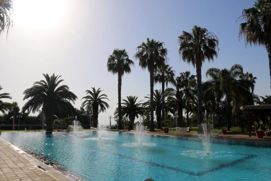 Hotel Orizzonte - Acireale: The swimming pool from the pool side bar